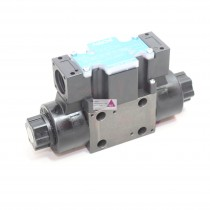 Hydraulik-Ventil 4/2 Wege mittig zu, federnd